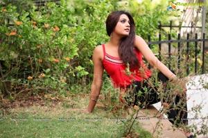 Gola Seenu Heroine Tashu Kaushik