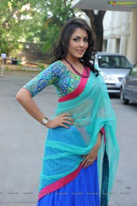 Madhu Shalini in Half Saree