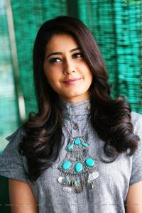 Bollywood Actress Raashi Khanna