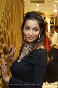 Rraxshmi Thakur Ragalahari Photos