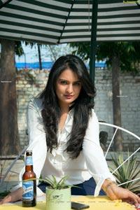 Nikita Bisht HD Photos