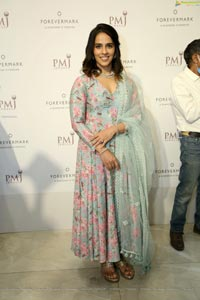 Badminton legend Saina Nehwal Stills