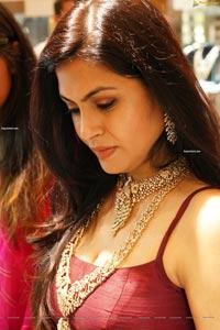 Sonu Gowda at Kirtilals Trunk Show at The Jayanthi Ballal