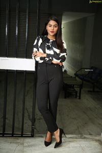 Tanya Desai at Street Light Movie Trailer Launch