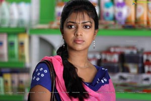 Run Baby Run Amala Paul HD Photos