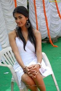 Mugamoodi Pooja Hegde