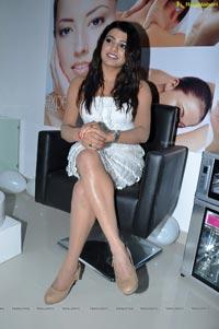 Tashu Kaushik at Naturals Family Salon Launch