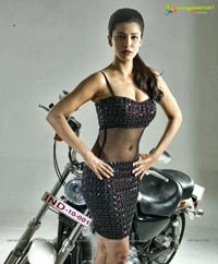 Shruti Haasan in Poojai