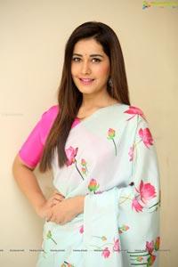 Raashi Khanna in Saree
