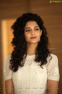 Ritika Singh Tamil Heroine