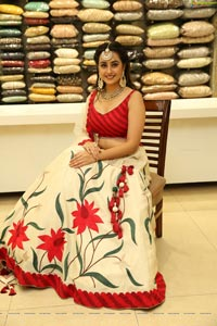 Ameeksha Pawar at Neeru's New Collection Launch