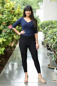 Ameeksha Pawar at Sutraa Expo Curtain Raiser