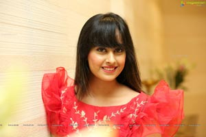 Ameeksha Pawar at Sutraa Curtain Raiser