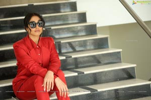 Regina Cassandra at Evaru Movie Interview