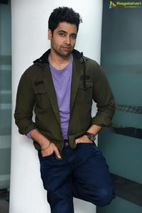 Sesh Adivi at Evaru Interview