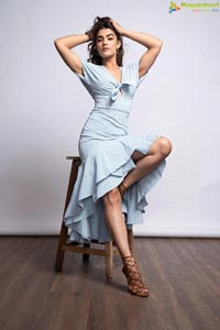 Kavya Thapar Photo Gallery