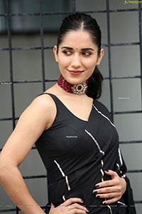 Ruhani Sharma at Nootokka Jillala Andagadu Movie Interview