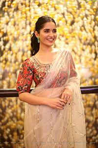 Ruhani Sharma at Nootokka Jillala Andagadu Pre Release Event