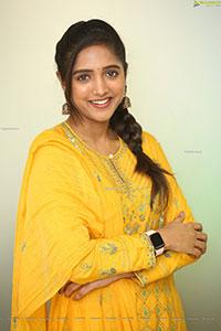 Vaishali Raj at Kanabadutaledu Interview, HD Photo Gallery