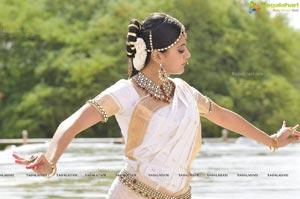 Taapsee perfoming Kerala Classical Dance Mohiniyattam