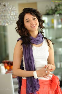 Tamanna Photo Gallery from Oosaravelli