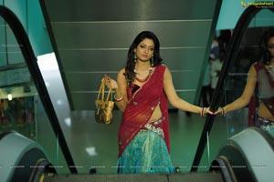 Udayabhanu as Madhumathi