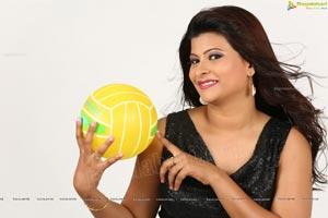 Telugu Heroine Veena Vijender