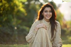 Mannara Chopra HD Wallpapers