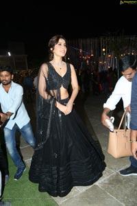 Raashi Kanna Hot Pics in Black Ghagra - Hollywood