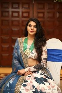 Akshata Sonawane at UE The Jewellery Expo