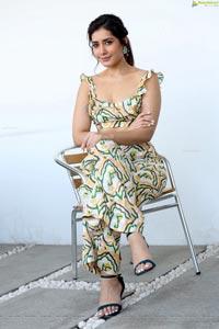Raashi Khanna at Prati Roju Pandage Interview