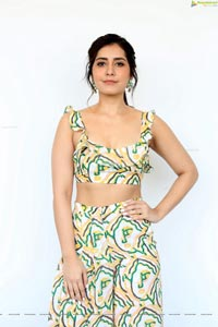 Raashi Khanna at Prati Roju Pandage Interview