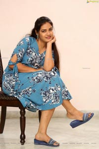 Priya at Bomma Adhirindi-Dimma Thirigindi Press Meet