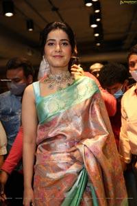 Raashi Khanna at Mugdha Art Studio