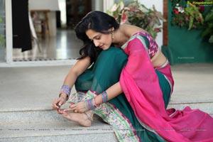 Anushka in Mirchi Darlinge Darlinge Song Stills
