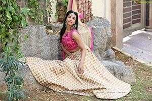 Sanjjanaa Galrani HD Photos