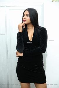 Debbie at Emerging Indian Artists 2019-20