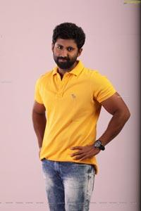 Mahendran Asalu Em Jarigindhante Movie Stills