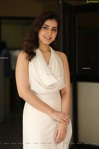 Raashi Khanna at World Famous Lover Interview
