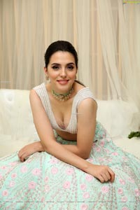 Sania Diyar Showcases Varun Chakkilam's Collection