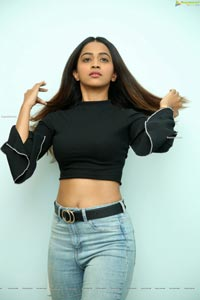 Shruti Shetty HD Photos