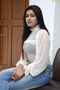 Akshatha Srinivas at Surabhi 70MM Movie Interview