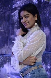 Akshatha Srinivas at Surabhi 70MM Movie Interview