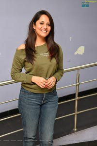 Anasuya Bharadwaj in Olive Green T-Shirt and Jeans