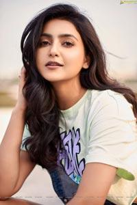 Avantika Mishra HD Stills in Crop Top and Denim Shorts