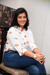 Varalaxmi Sarathkumar at Naandhi Movie Interview