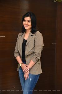 Varalaxmi Sarathkumar at Naandhi Movie Success Meet
