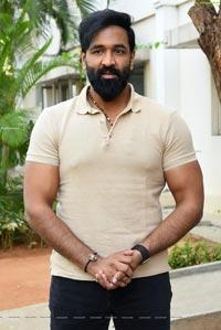 Vishnu Manchu at Mosagallu Trailer Launch Event