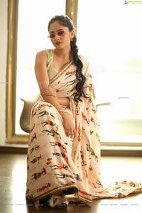 Sanya Thakur in Cream Printed Classic Saree