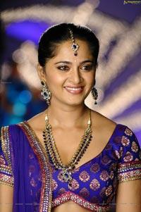 Anushka Damarukam Hot Photos